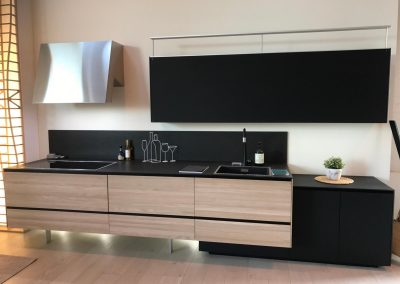 Oak/Black Kitchen Design